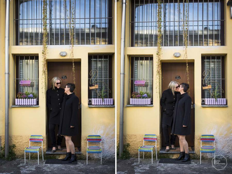Bacio spose sull'uscio di casa