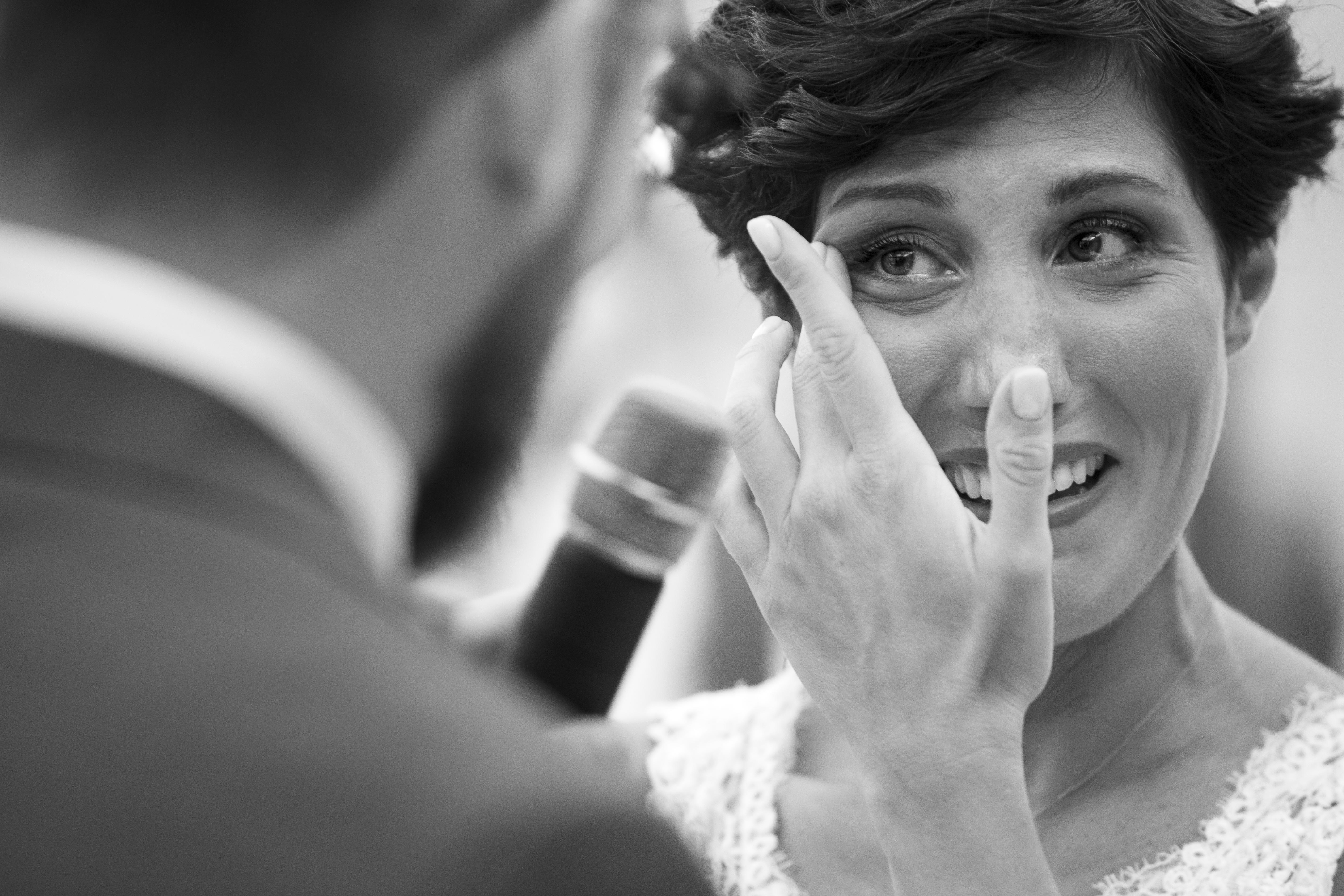 Sposa commossa durante il discorso dello sposo.
